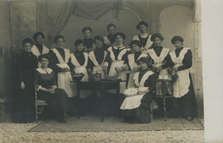 Стажорки в группе горничных фото 299-220